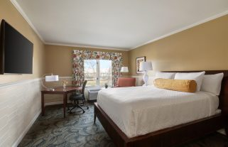 glidden-house-traditional-room-1-king-bed