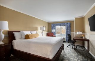 glidden-house-traditional-room-1-queen-bed